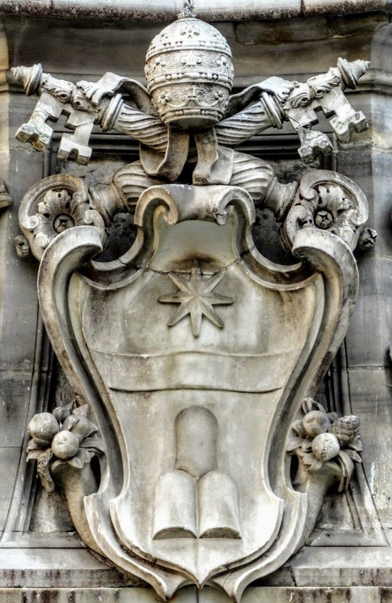 Coat of arms of Pope Clement XI (r. 1700-21), Fontana del Pantheon, Rome